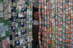 La primera barda de material reciclado en el invernadero